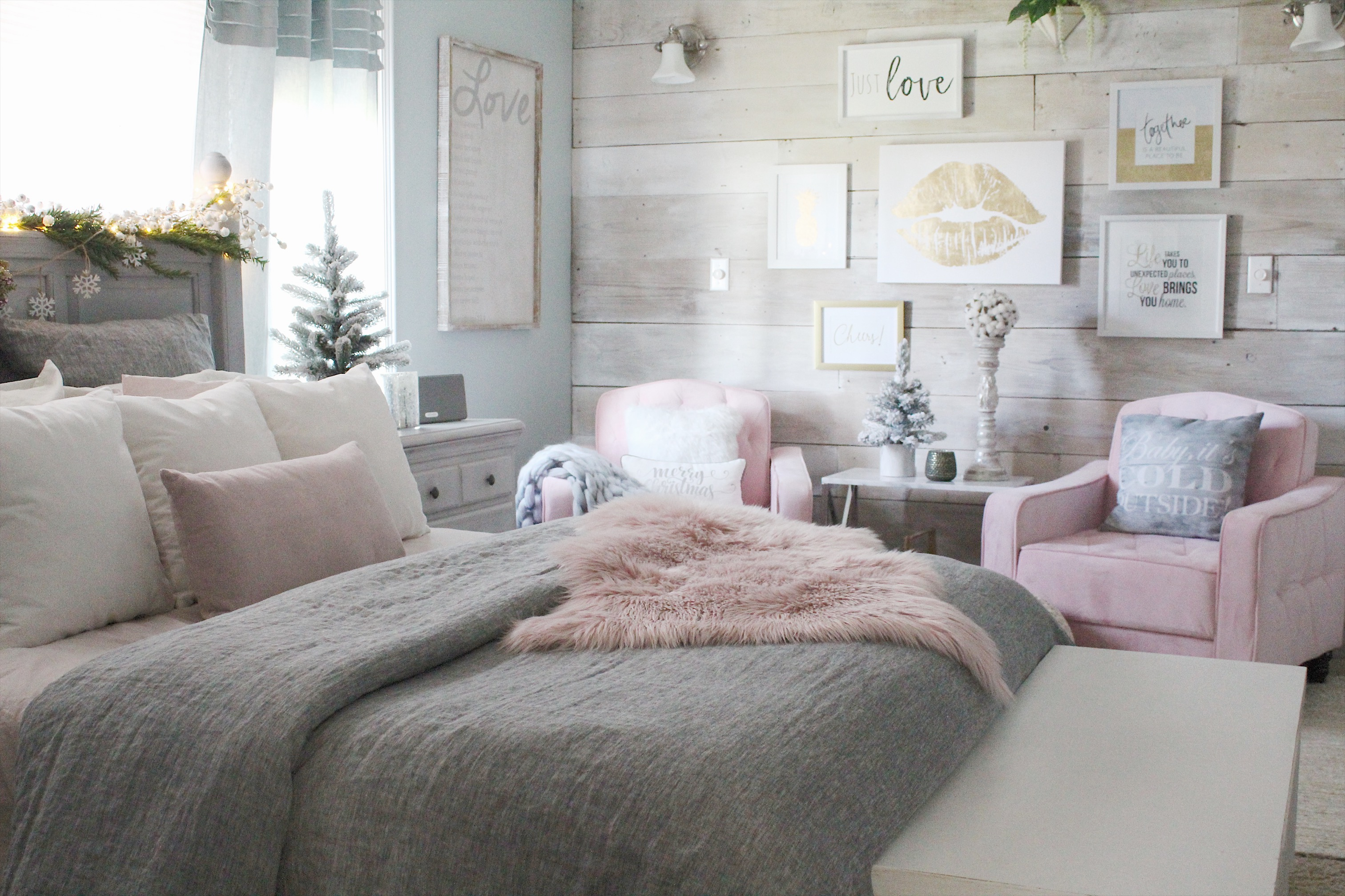 Cozy Christmas bedroom 2017 7