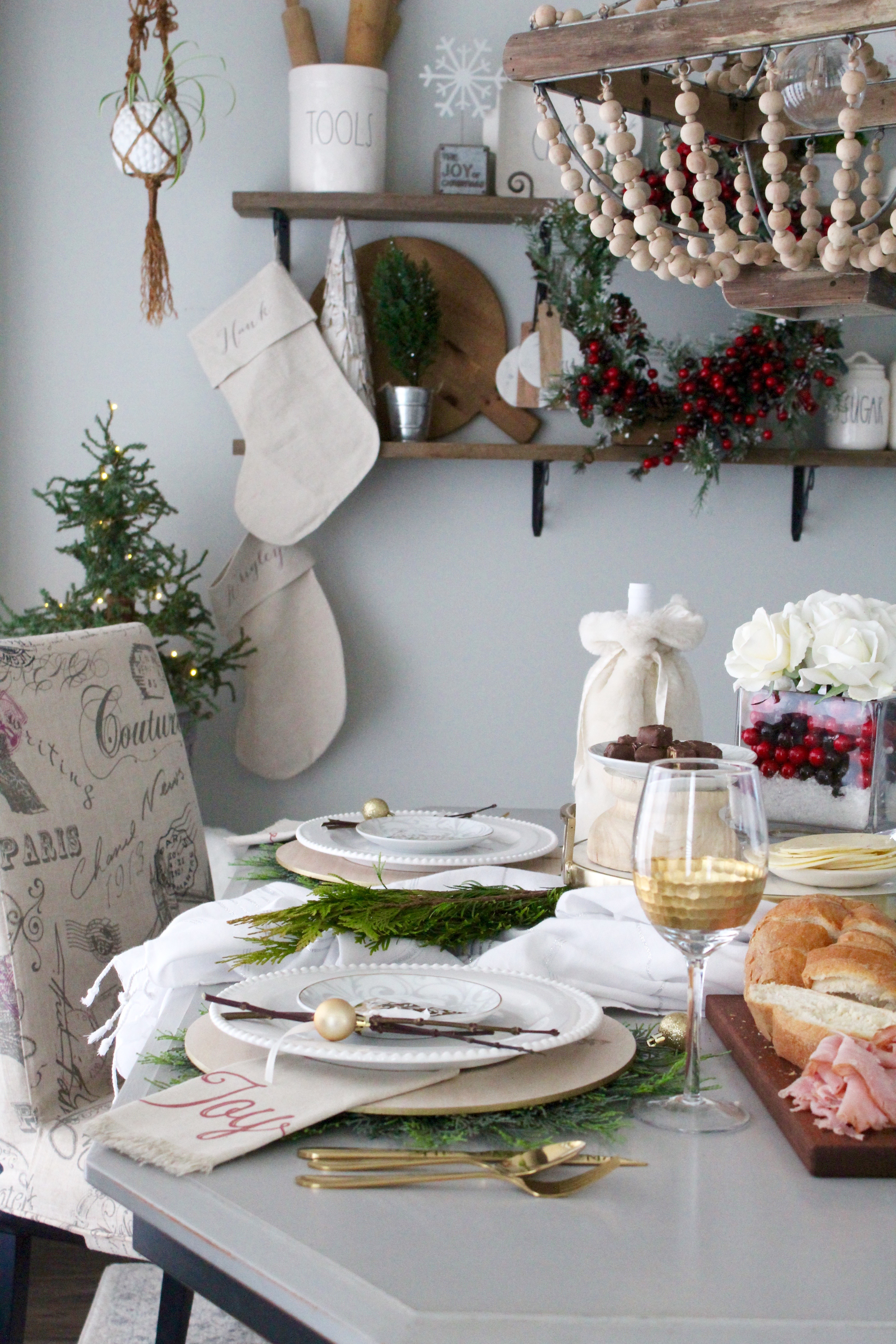 Simple and charming table setting