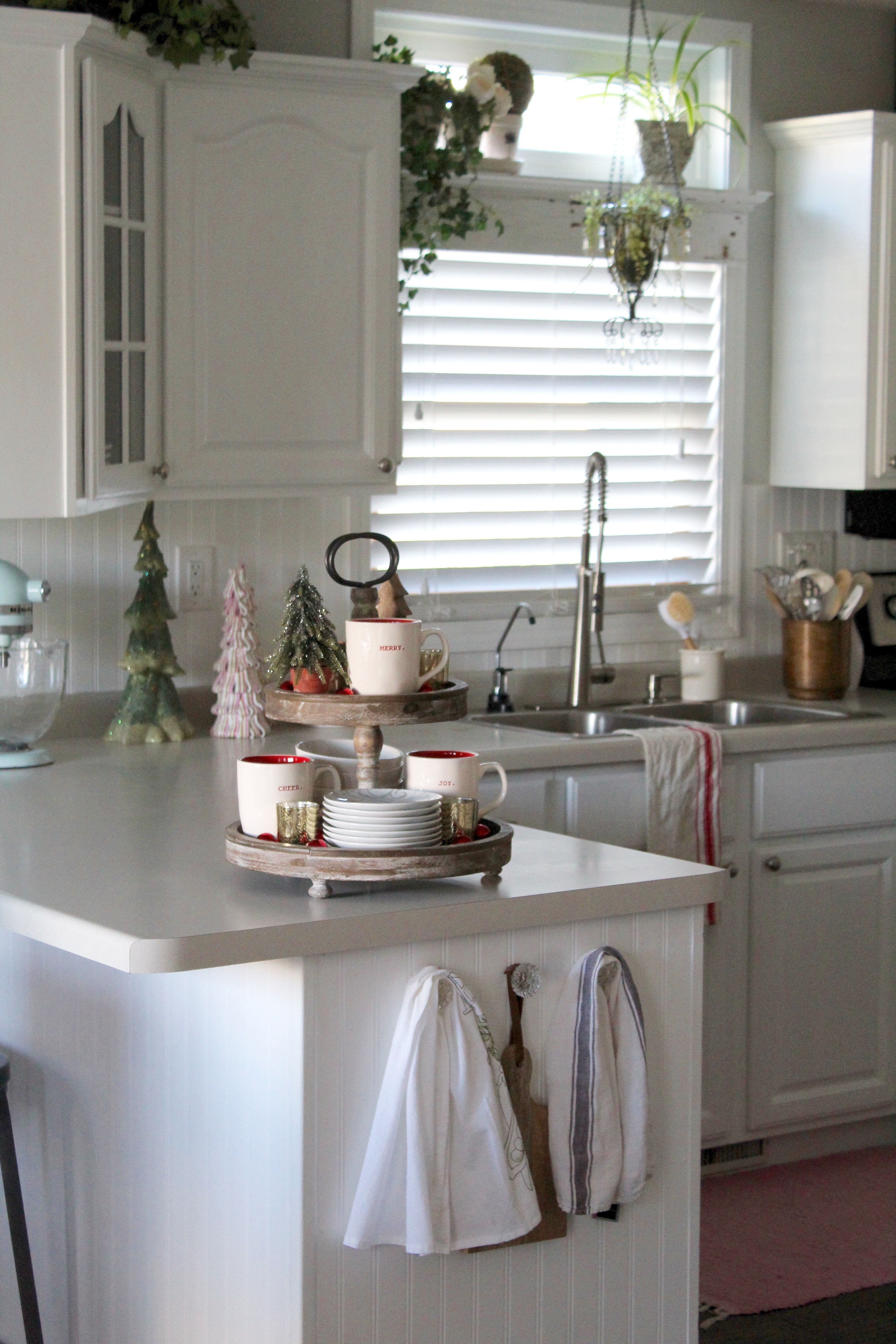 charming Christmas decor in kitchen