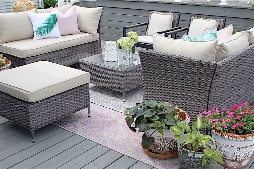 A cozy deck update puts me right in the mood for hot weather