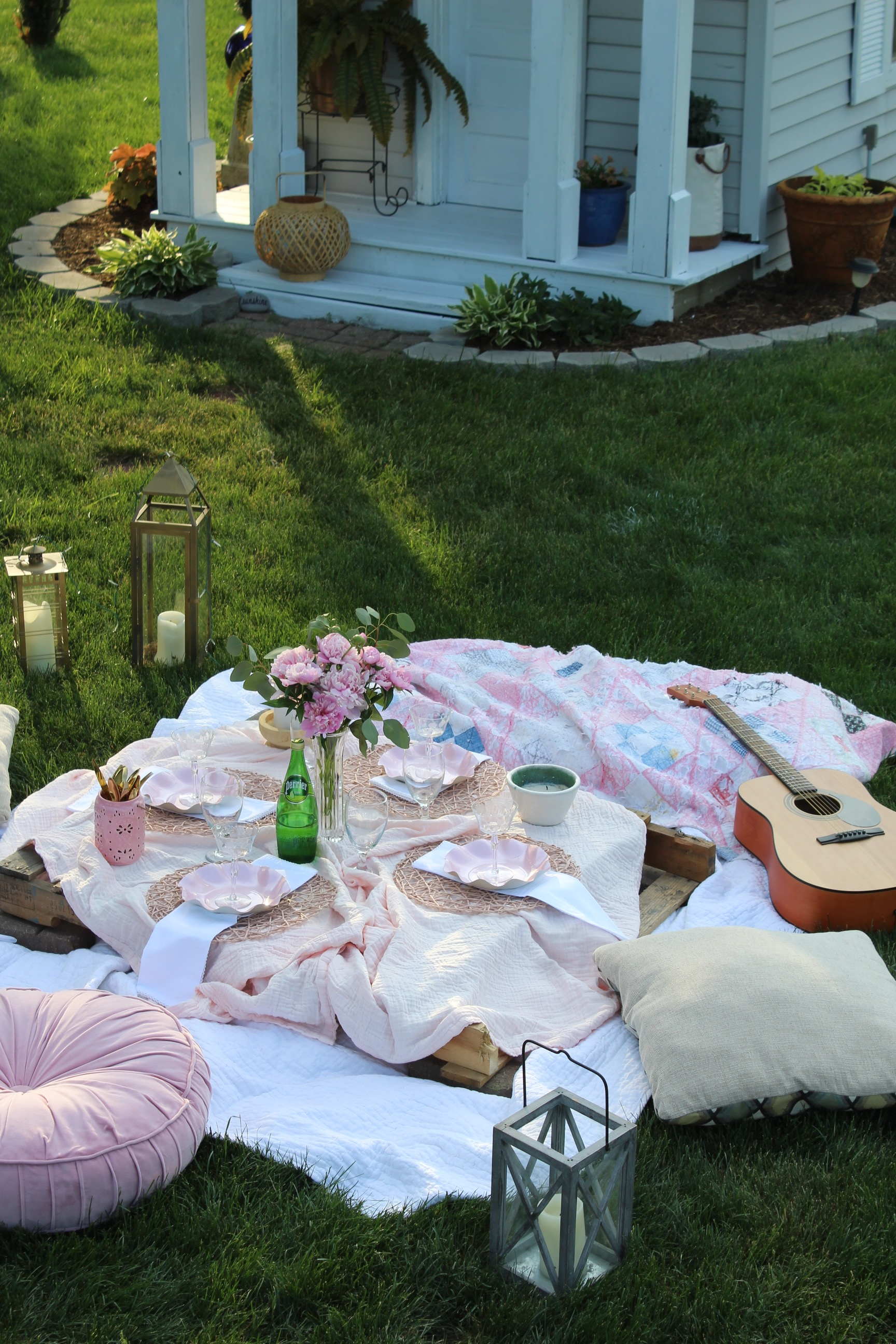 Spontaneous backyard picnic