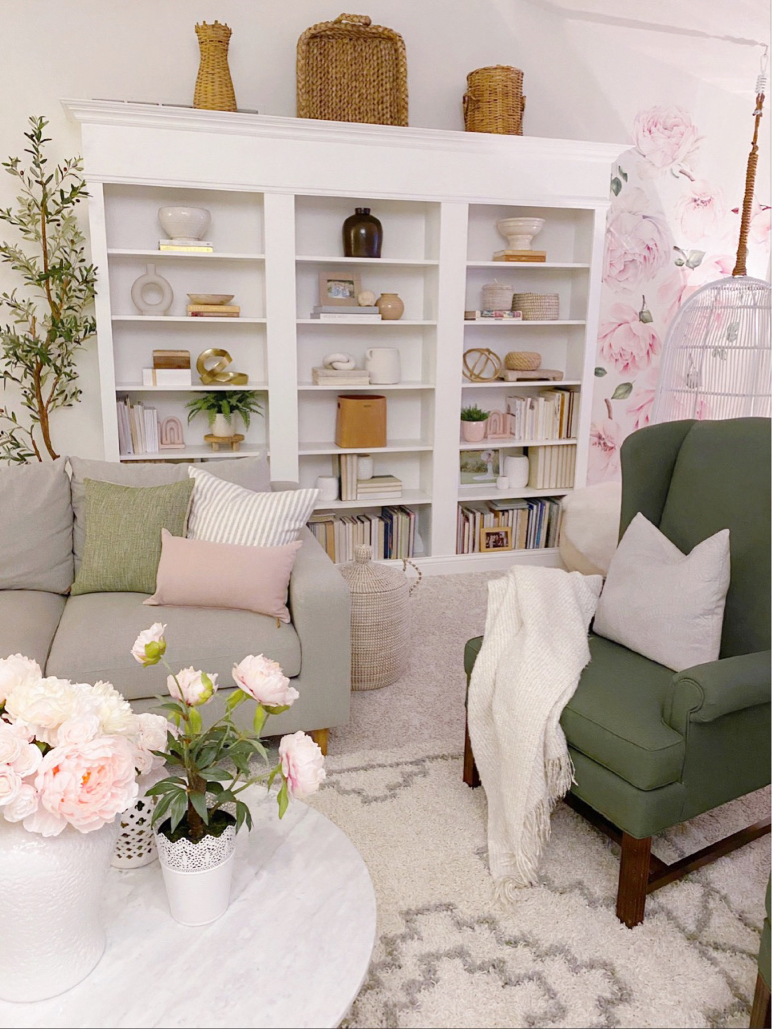 tips and tricks for shelf styling